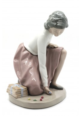 Decorative Porcelain Figurines and Bronze Sculptures at Discounted Prices. Free Shipping Available - Girl with Hoop