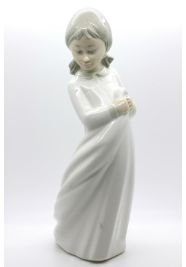 Decorative Porcelain Figurines and Bronze Sculptures at Discounted Prices. Free Shipping Available - Girl Playing with Taw