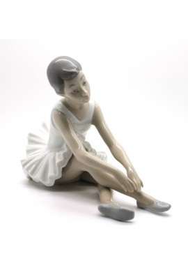 Decorative Nao Porcelain Figurines from the Arts Collection - Touch Toes