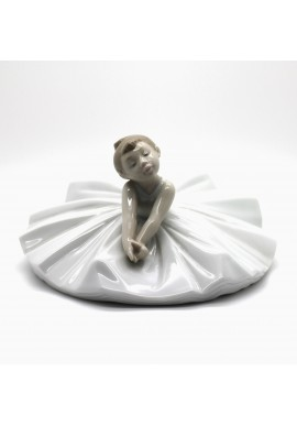 Decorative Nao Porcelain Figurines from the Arts Collection - Dance Class