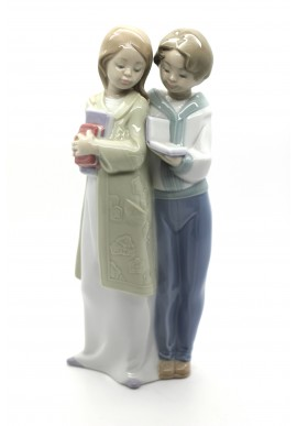 Decorative Nao figurine porcelain from the love collection. - School Companions