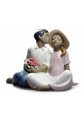 Decorative Nao figurine porcelain from the love collection. - Stealing a Kiss