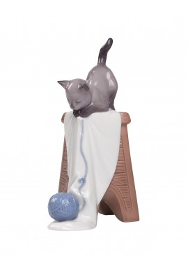 Nao Porcelain Figurines from the Animals Collection - Kitten Playtime